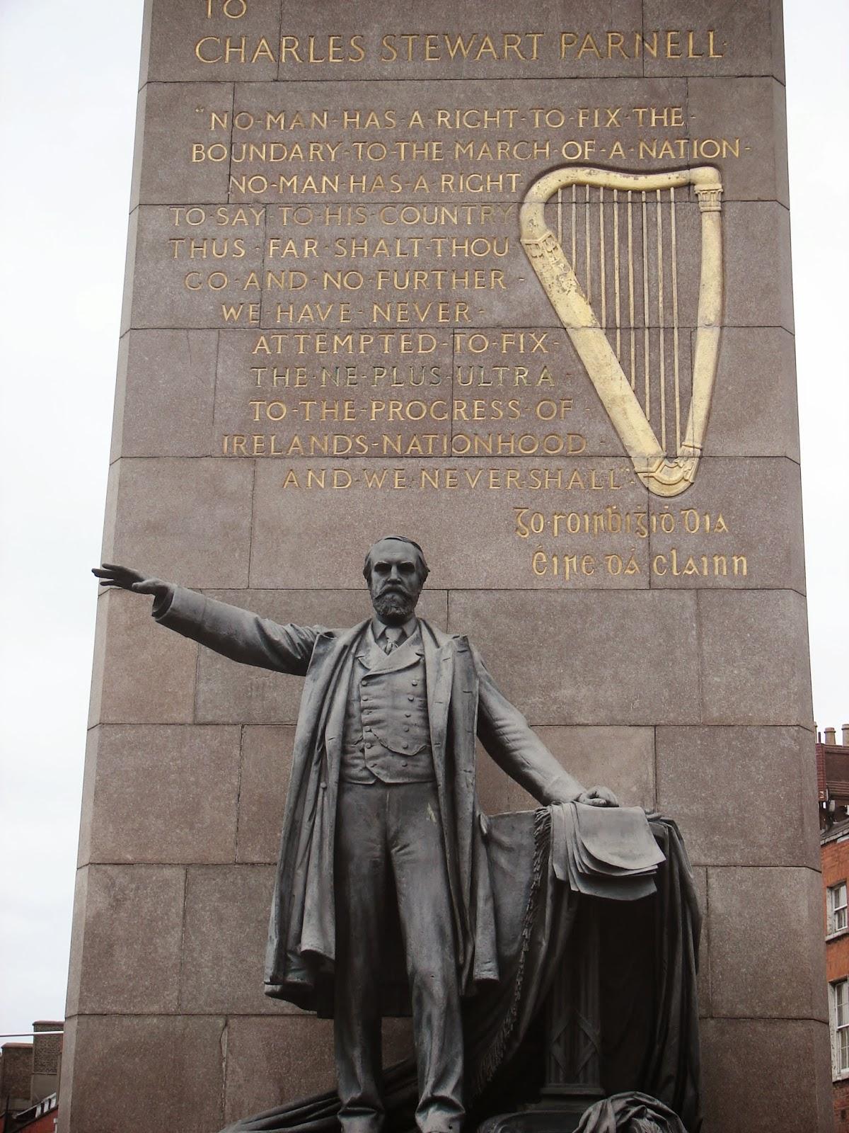 Monumento a Parnell na Ó Connell St. coas frases citadas (XMLS)