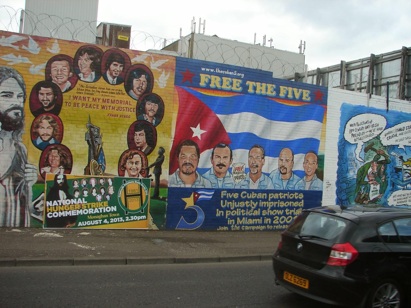 Detalle dalgúns murais: o da esquerda lembrando a conmemoración das folgas de fame (de membros do IRA); o segundo de cinco cubanos retidos en Miami na década anterior (XMLS)