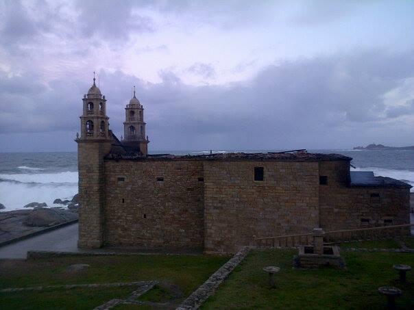 O santuario da Barca, 24 horas despois do incendio. /Foto: Manuel Rial/