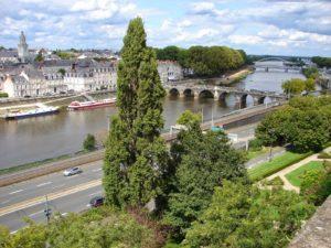 Vista do barrio de La Doutre e do río Maine, afluente do Loira (Angers) [XMLS]