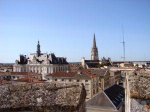 Vista de Niort desde as ameas do donjon do castelo (XMLS)