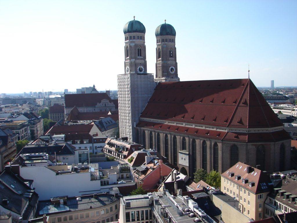 A Frauenkirche (catedral de Munic), desde a torre da Nova Casa do Concello