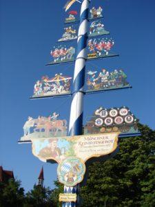 Histórico poste-símbolo do gran mercado da zona da praza de St.Jacobs