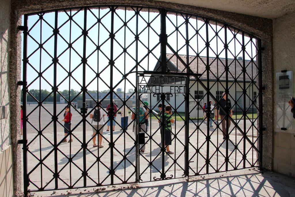 Dachau_porta principal (1)_br