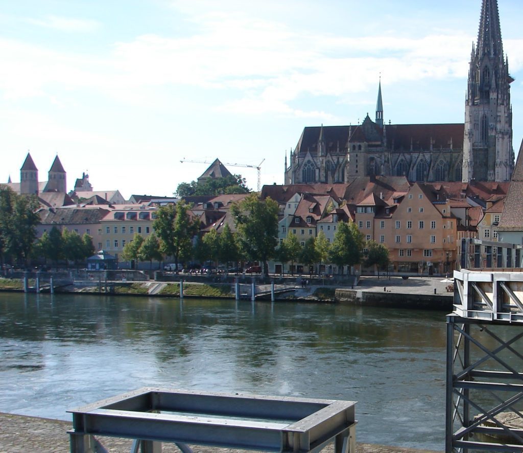 En Ratisbona vimos por vez primeira as augas do Danubio; a ponte Steinerne estaba en obras (XMLS)