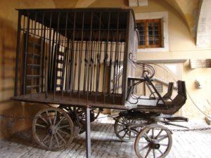 O carro-gaiola do Museo da Tortura (XMLS)