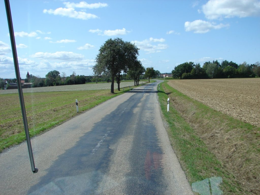 Non fomos todo por autoestradas, pois o intrépido condutor Pablo Bustelo tamén nos aventurou por estradas secundarias, coma esta de Rothenburg a Heidelberg (XMLS)