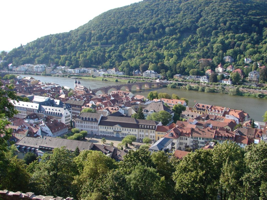 Vista de Heidelberg desde o Castelo, coa ponte vella sobre o río Necker (XMLS)