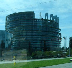 """Un dos edificios dependentes do Parlamento Europeo, que puidemos ver """"medio clandestinamente"""" (estaba prohibido o paso) [XMLS]"""