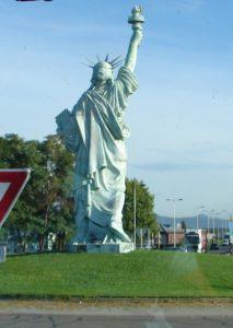 Reprodución a escala, nunha rotonda á entrada de Colmar, da Estatua da Liberdade de Bartholdi [XMLS]