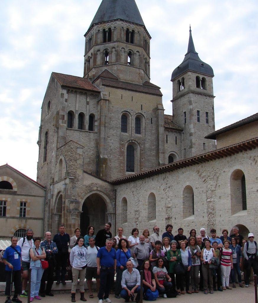 O grupo coa parte orixinal conservada da igrexa de Cluny