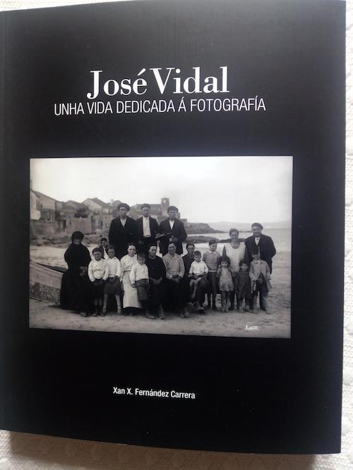 Libro-de-Xan-Fdez-Carrera-sobre-a-vida-fotografica-de-Jose-Vidal-Laxe