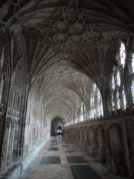 15. Bóvedas góticas en abano do claustro da catedral de Gloucester (foto XMLS)