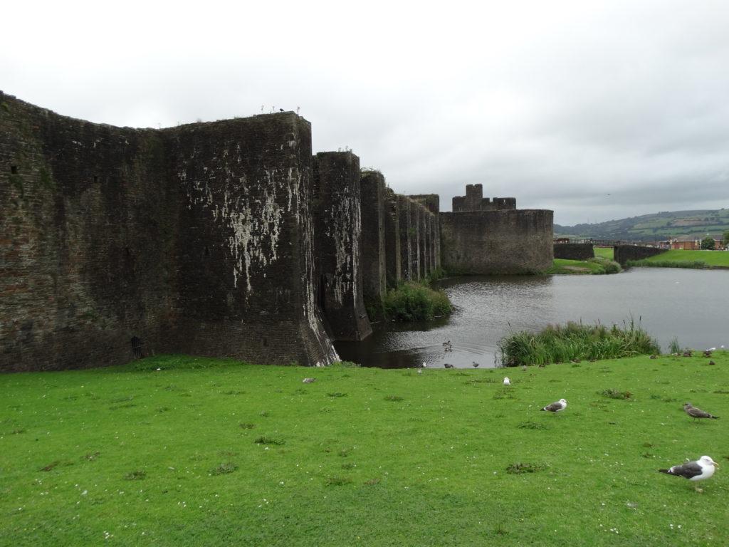 5. Castelo de Caerphilly, rodeado de lagos artificiais (foto XMLS)