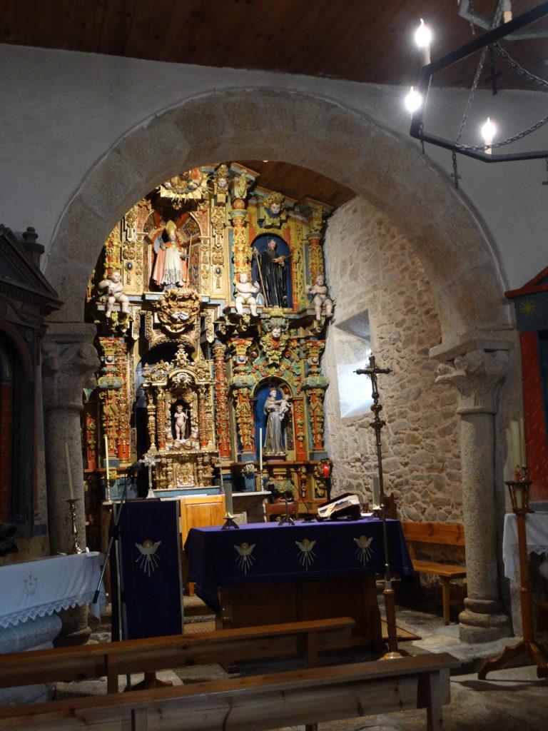 13. Arco triunfal románico da igrexa de Riobó (XMLS)