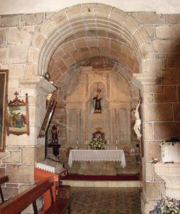 Arco de ingreso á capela do Carme (igrexa de Zas), cuberta con bóveda de canón (X. Mª Lema)