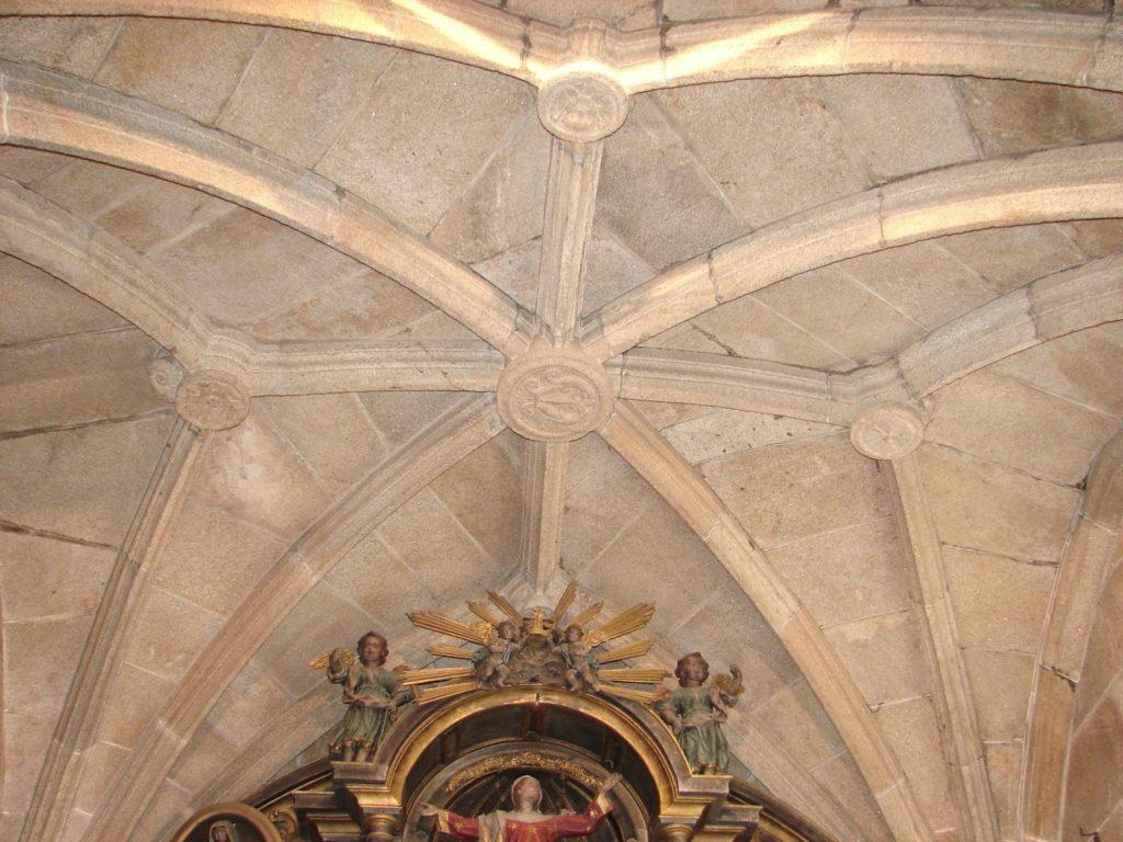 Bóveda nervada da capela maior da igrexa de Lamas (foto X.Mª Lema)